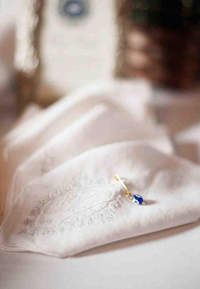 Um simples lenço pode ser de grande importância para os noivos. Por isso, pode ser escolhido como lembrancinha de casamento para os convidados.