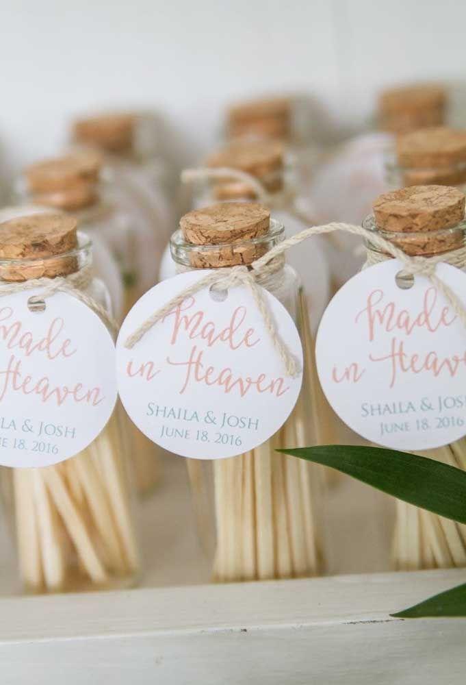 Pauzinhos cheirosos também podem ser entregues como lembrancinha de casamento, basta colocar dentro de um pote.