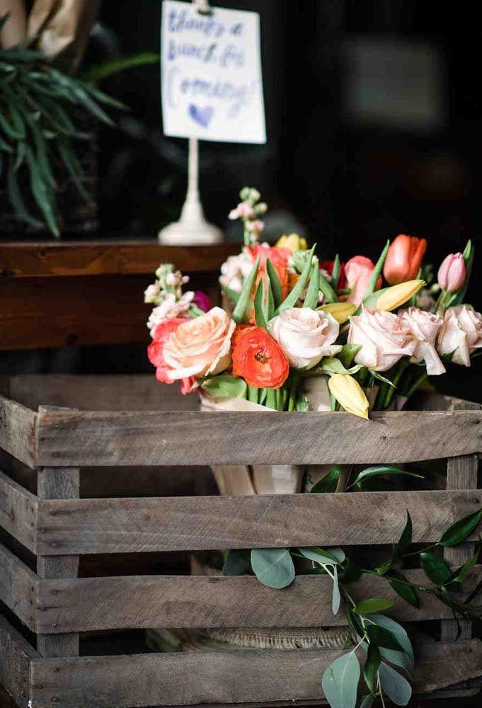 Prepare lindos buquês de flores para seus convidados.