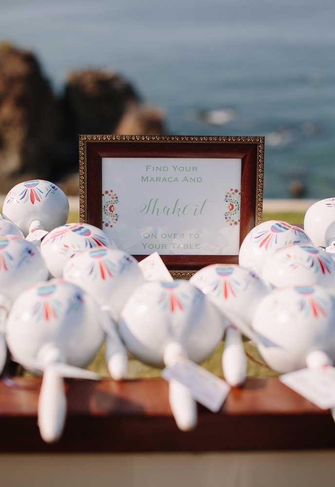 Para as festas temáticas, nada melhor do que entregar como lembrancinha de casamento, elementos que fazem referência ao tema.
