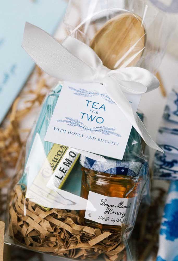 Que tal entregar um kit de chá para duas pessoas como lembrancinha de casamento?