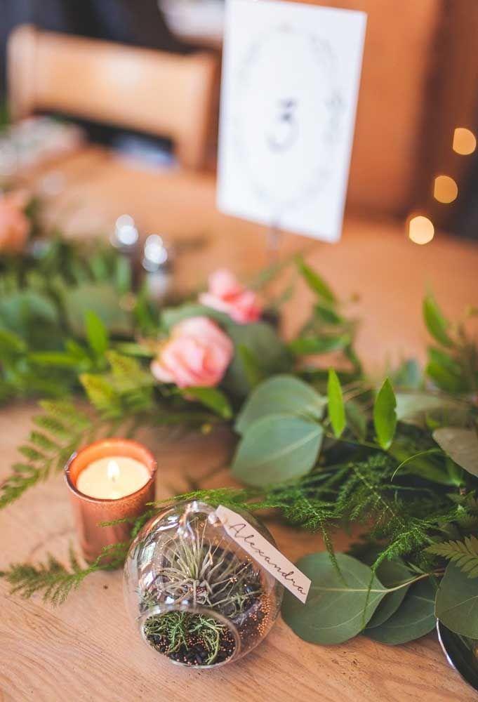 Ervas, folhas e flores para perfumar seus convidados