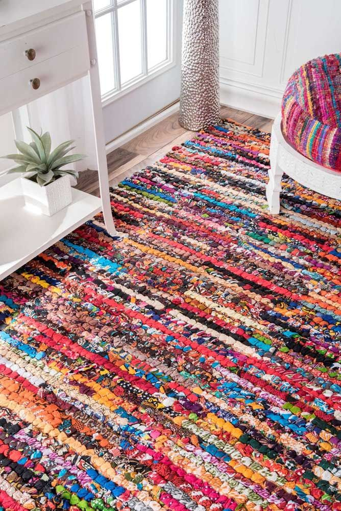 Muitas cores, texturas e estampas diferentes para criar um tapete de retalhos incrível