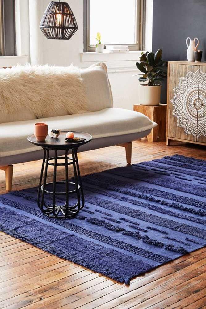 Se preferir um tapete de retalhos de uma única cor tudo bem também, nesse caso, a dica é apostar em texturas diferentes