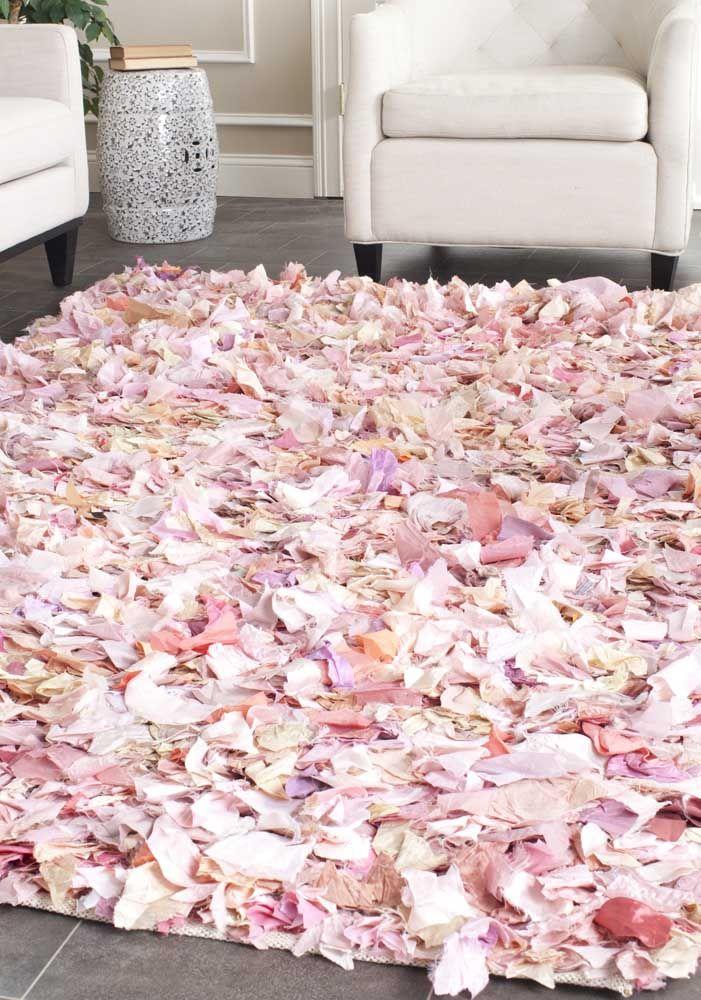 Chão de pétalas de rosas? Não! É só mais um tapete de retalhos para te impressionar