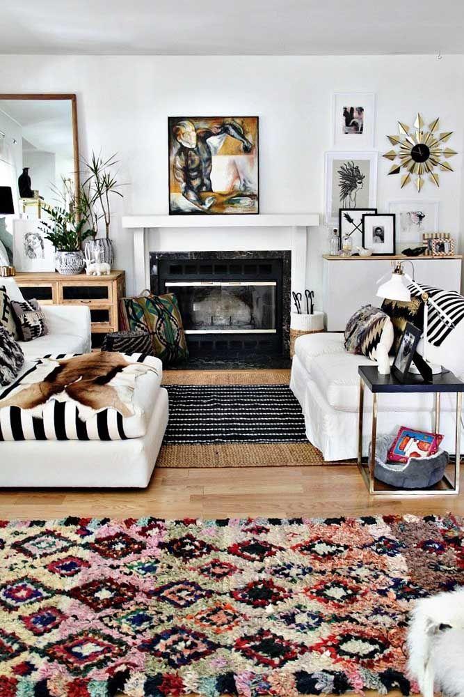 Já esse outro aqui é muito mais do que um tapete de retalhos é uma peça fundamental na decoração da sala