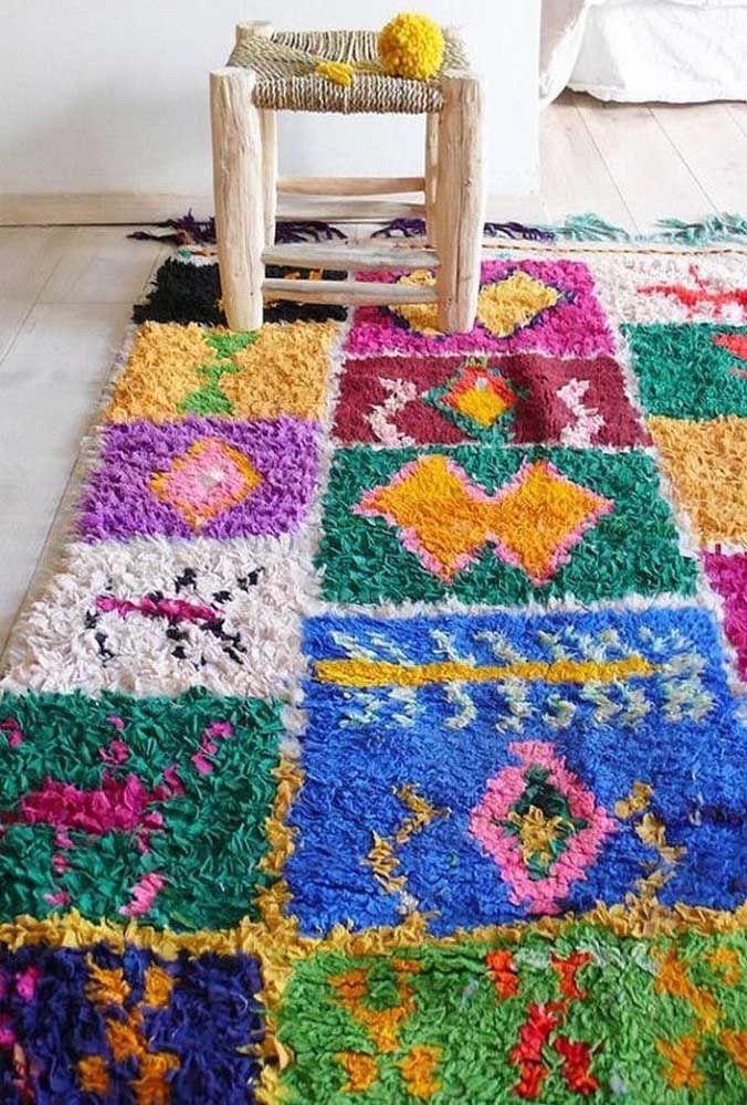 Não tenha medo de combinar cores; um bom tapete de retalhos é, quase sempre, bem colorido
