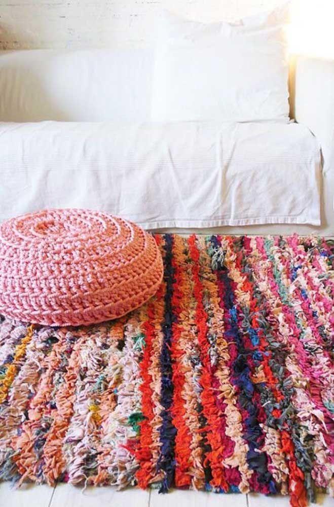 E se a decor for toda branca aposte em um tapete de retalhos bem colorido para alegrar o ambiente