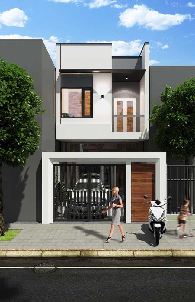 A vantagem da platibanda é que o telhado não precisa concorrer pela atenção de quem olha para a casa, já que fica escondido