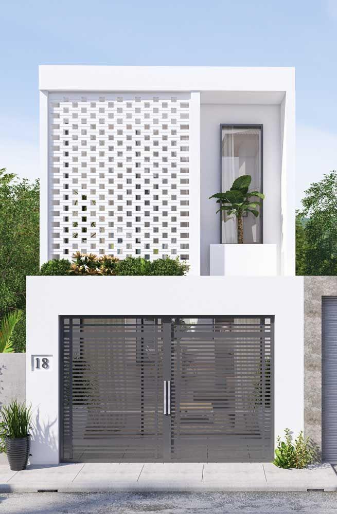 A parede recuada permite que a platibanda proteja a varanda contra a chuva e o sol