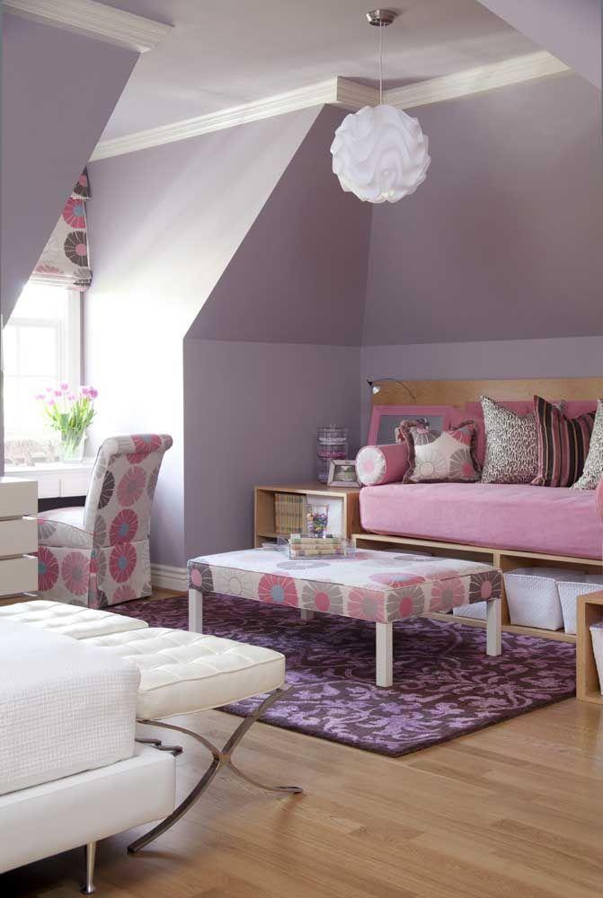 Tons de rosa e lilás dão o tom dessa decoração florida e alegre