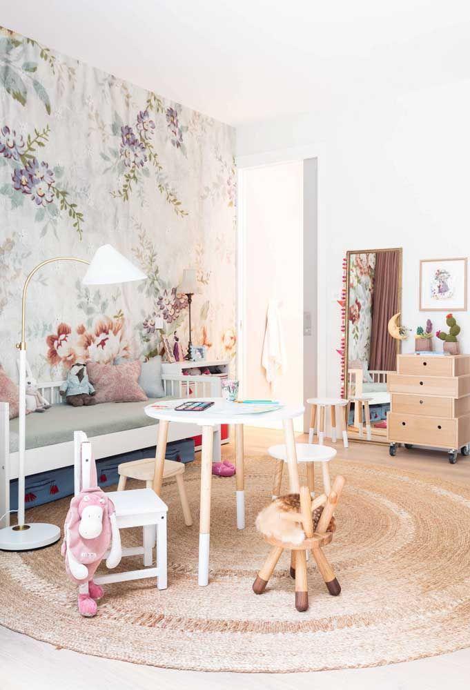 Fuja do tradicional e incorpore uma estampa floral diferenciada no quarto das crianças