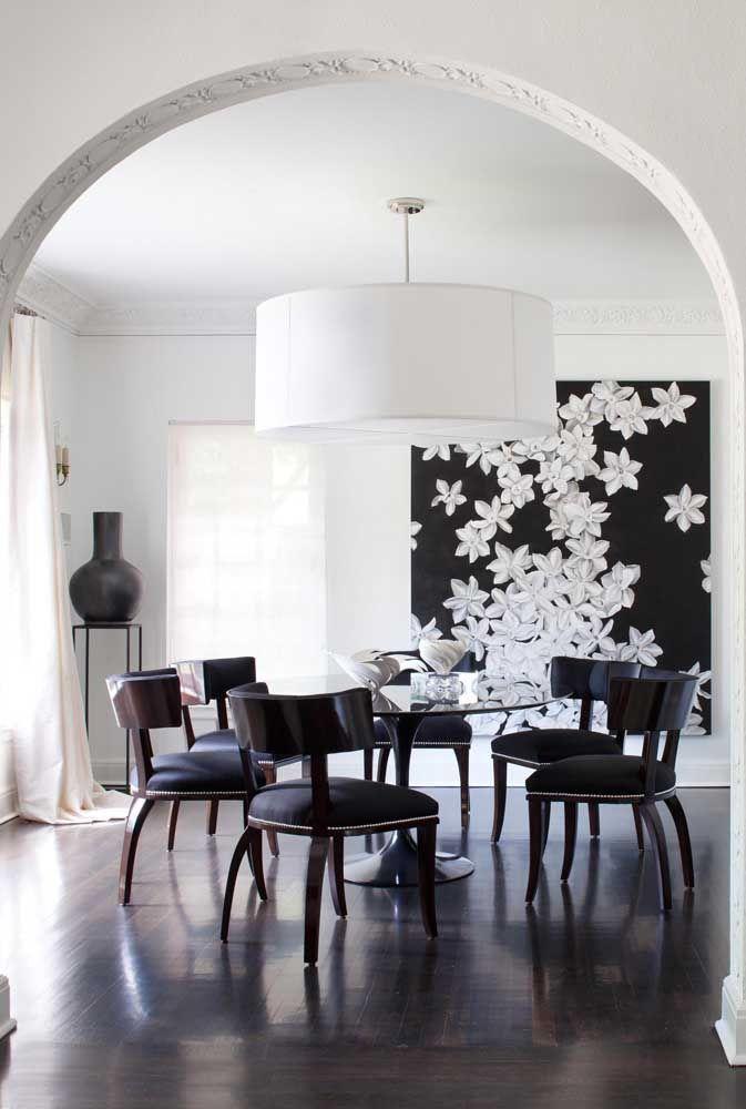 Flores brancas no fundo preto: a escolha perfeita para o ambiente moderno e minimalista