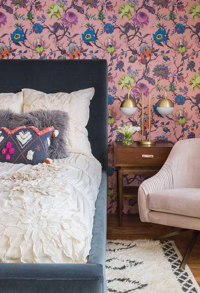 Papel de parede floral para quem não tem medo de ousar nas cores