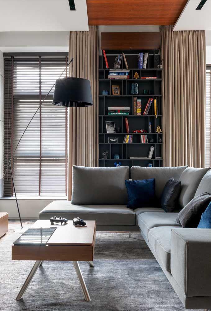 Toda a elegância e modernidade do cinza para o sofá de canto dessa sala de estar
