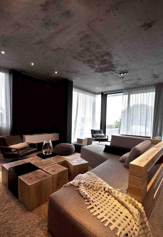 O encosto de madeira estilizado é o grande destaque desse sofá em L