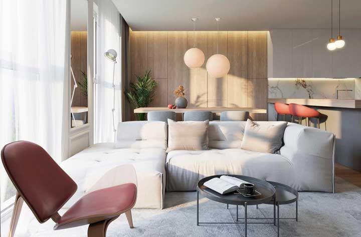 A opção pelo chaise é ideal para salas de TV ou para quem prioriza aquele momento relaxante de esticar as pernas
