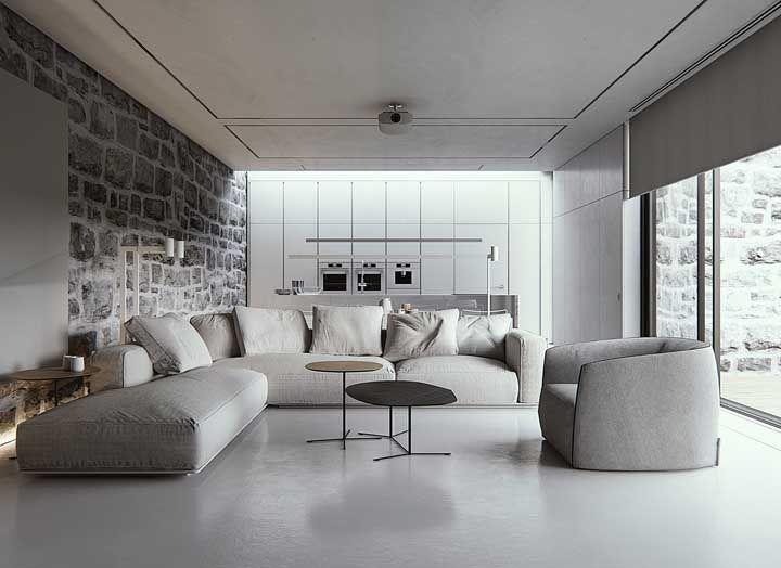 Aqui, o sofá de canto cumpre muito bem o seu papel de dividir a sala de estar da sala de jantar