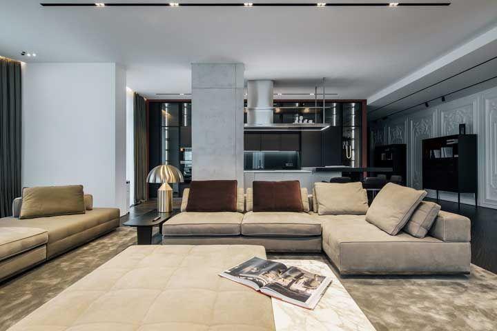 Salas amplas podem se dar ao luxo de ter não só um, mas dois sofás em L