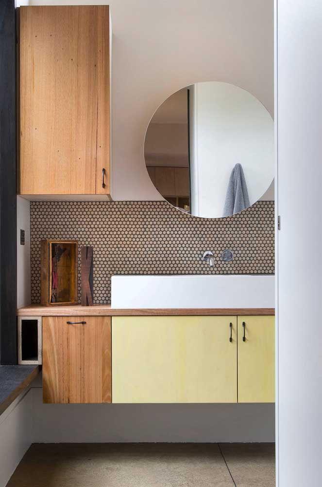 E na cozinha também é possível contar com a beleza dos espelhos redondos, por que não?