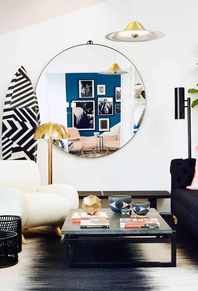 Espelho redondo sem moldura ou com moldura fininha é o mais indicado para decorações modernas e despojadas