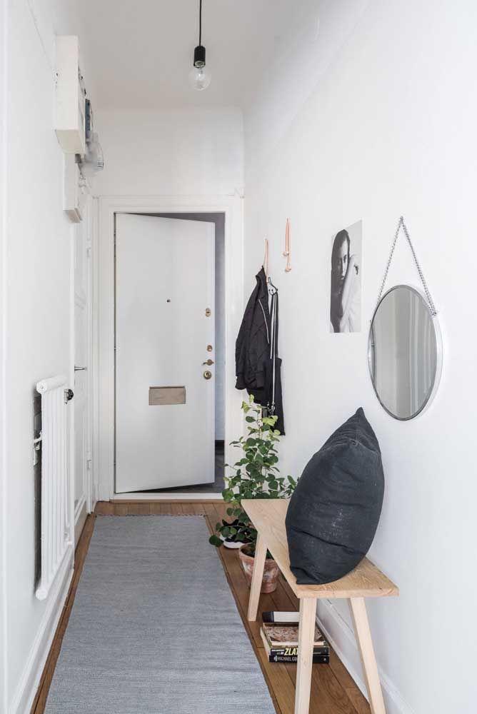 Outra grande vantagem do uso dos espelhos é que eles decoram sem ocupar espaço nenhum no ambiente