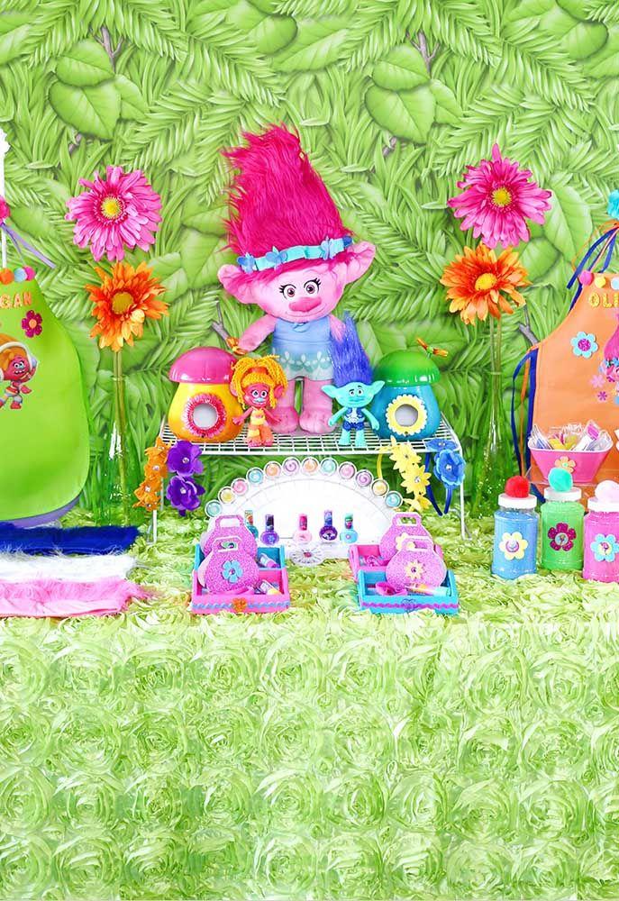 O que mais chama atenção em uma festa com o tema Trolls é o colorido dos elementos que destaca qualquer ambiente.