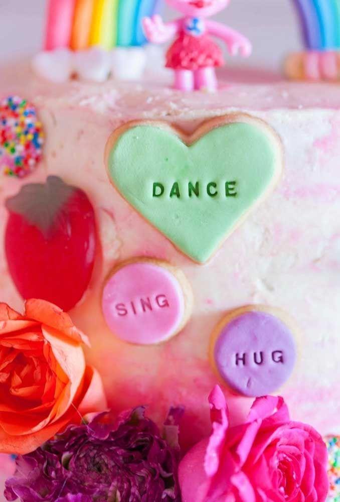Prepare-se para caprichar na decoração do bolo de aniversário.