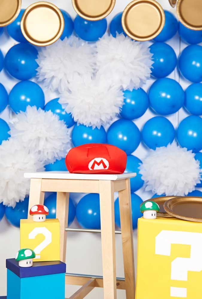 Prepare um lindo painel feito de balões azuis.
