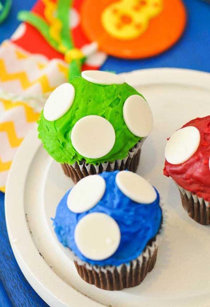 Enfeite o cupcake como se fossem cogumelos.