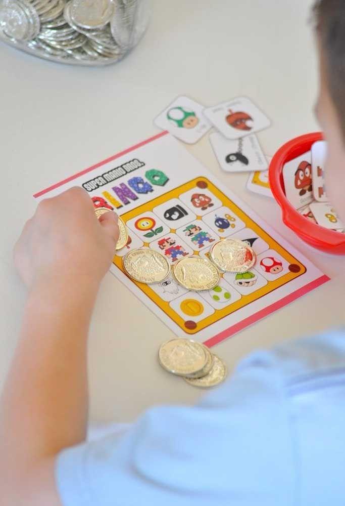 Promova um bingo com a criançada e use as moedas para marcação.