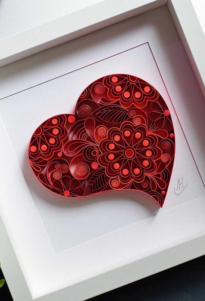 Para os apaixonados de plantão, lindos corações vermelhos em quilling