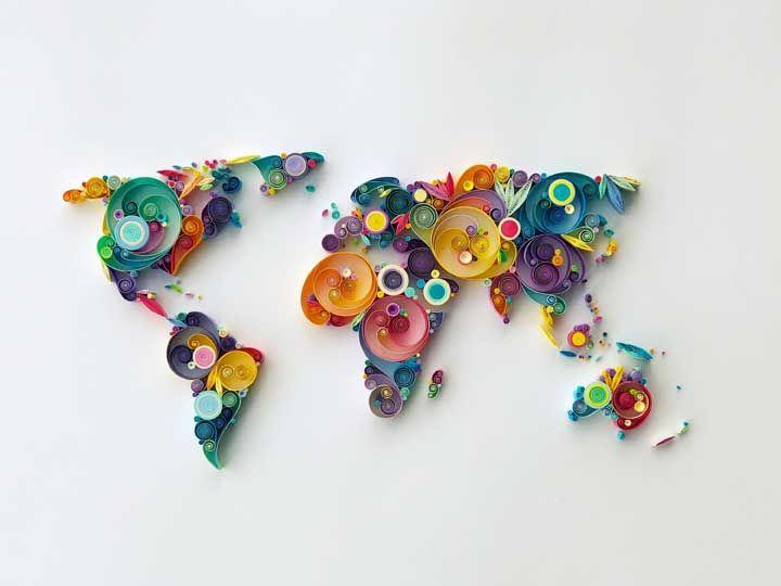 Já pensou em fazer um mapa mundi quilling? Olha que charme!