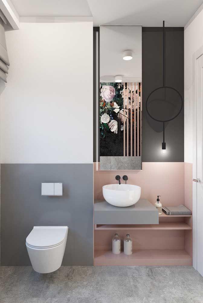 Mesmo colado ao chão, o nicho também tem sua função no banheiro