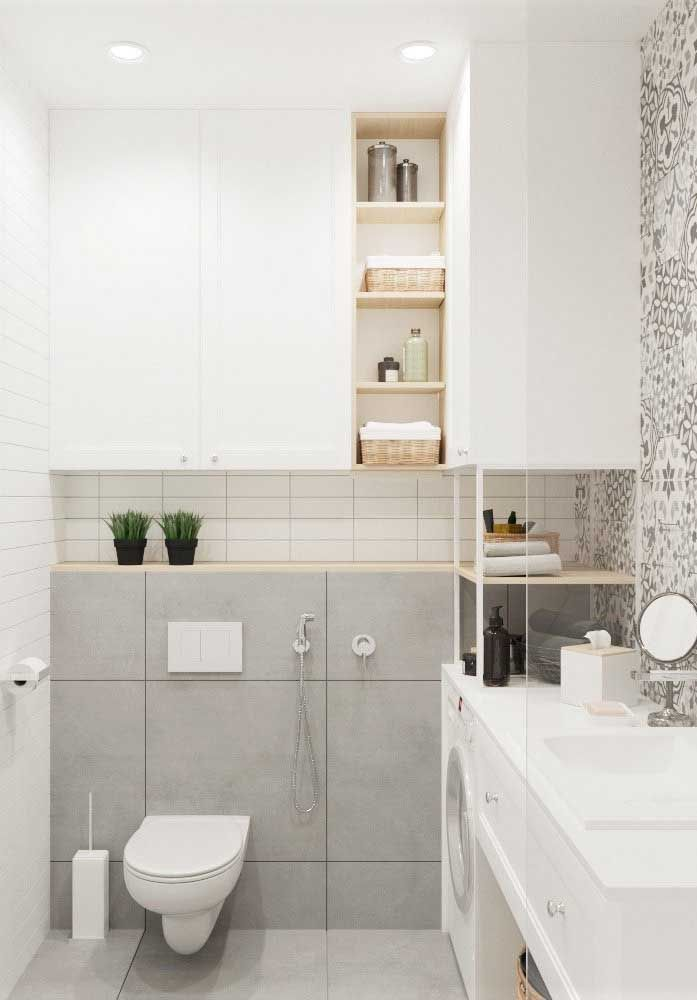 Quando banheiro e área de serviço compartilham o mesmo espaço, os nichos se tornam fundamentais para o melhor aproveitamento do ambiente
