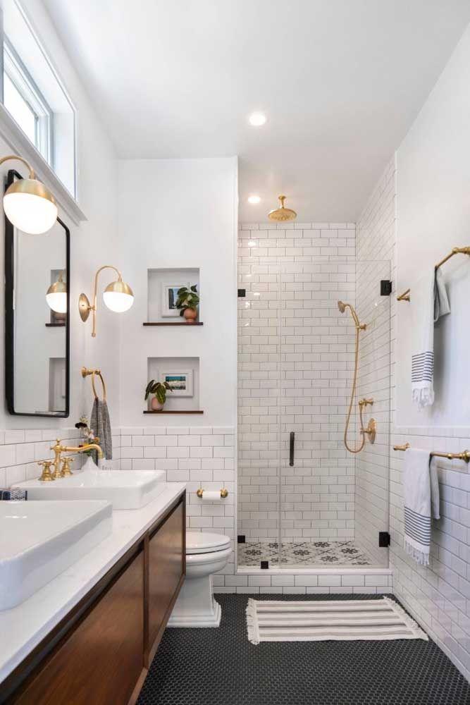 Puramente decorativos: nesse banheiro, os nichos foram usados para acomodar plantinhas e quadros