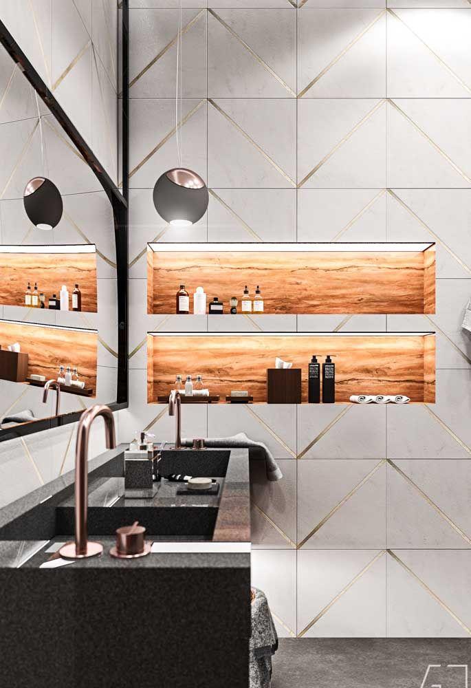 Nicho embutido na parede com revestimento de madeira; tire proveito das inúmeras possibilidades que os nichos apresentam