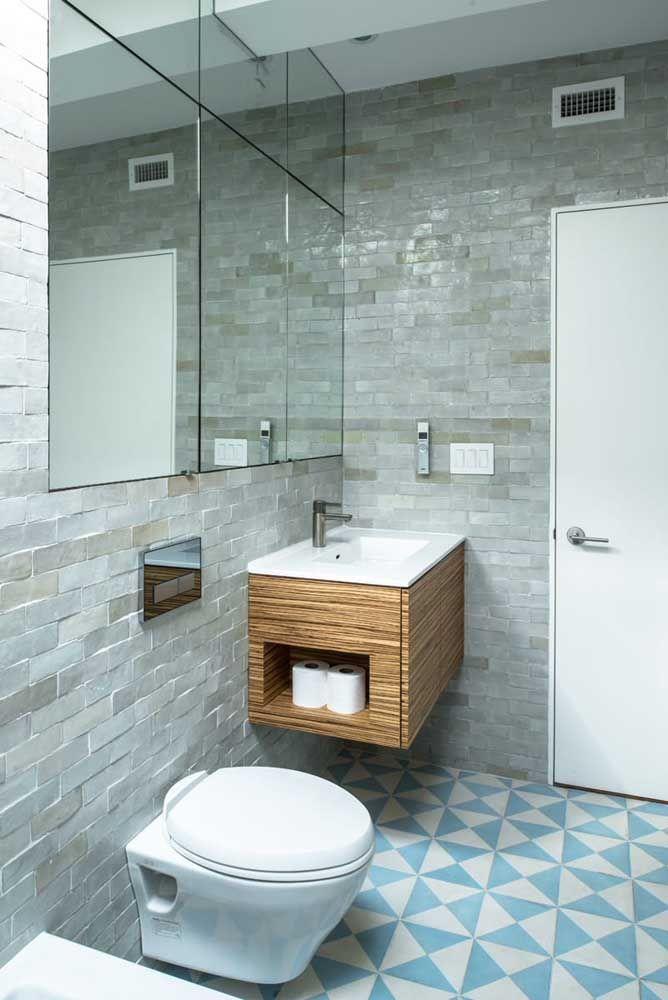 Até acomodando rolos de papel higiênico o nicho se revela um elemento e tanto da decoração
