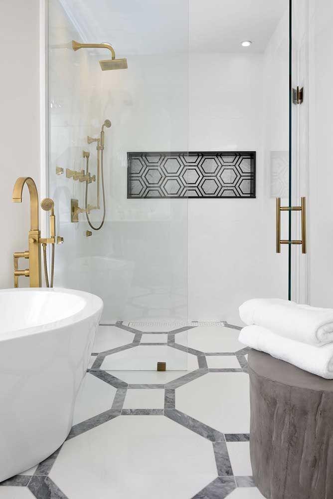 O interior desse nicho acompanha o padrão geométrico do piso, uma beleza só!