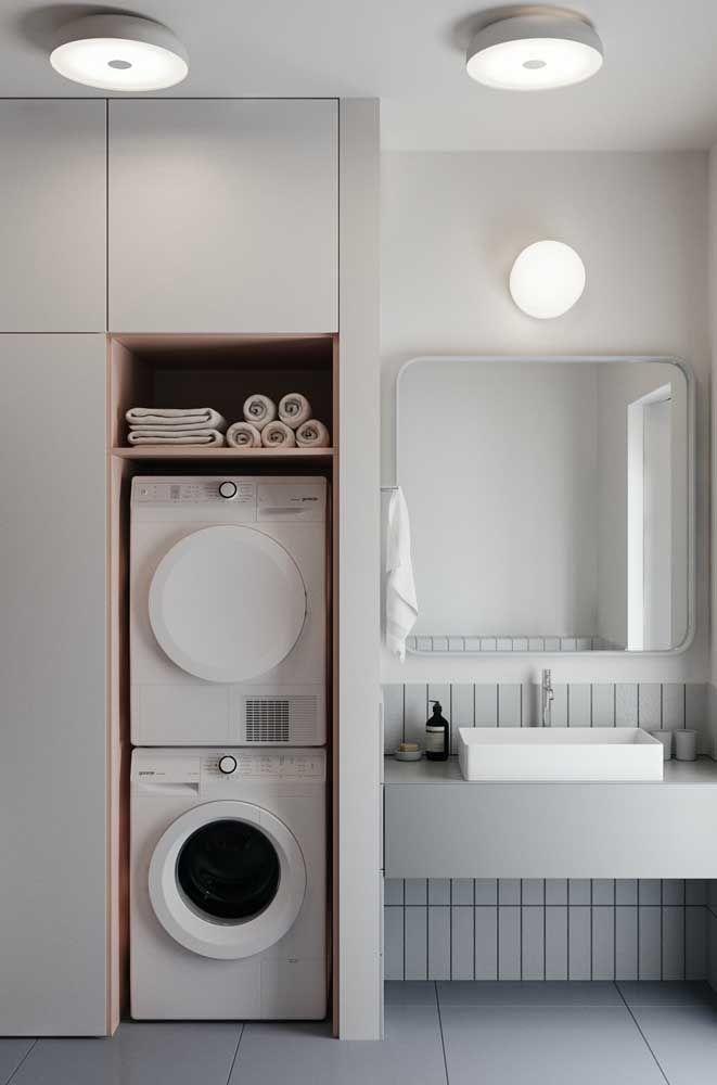 O espaço vago deixado pelas máquinas de lavar foi usado de modo inteligente para criar um nicho