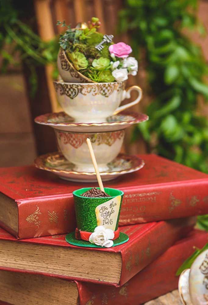 As xícaras de chá devem dar o toque todo especial na decoração.