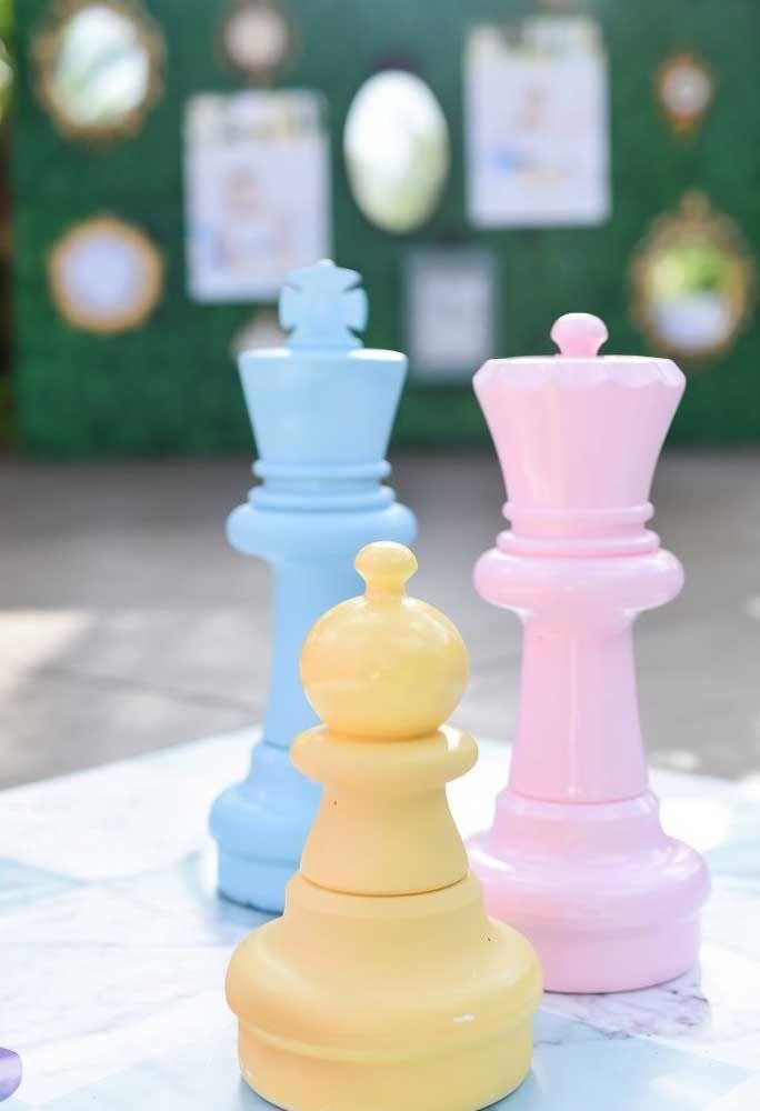 Faça uma decoração com as peças do xadrez.