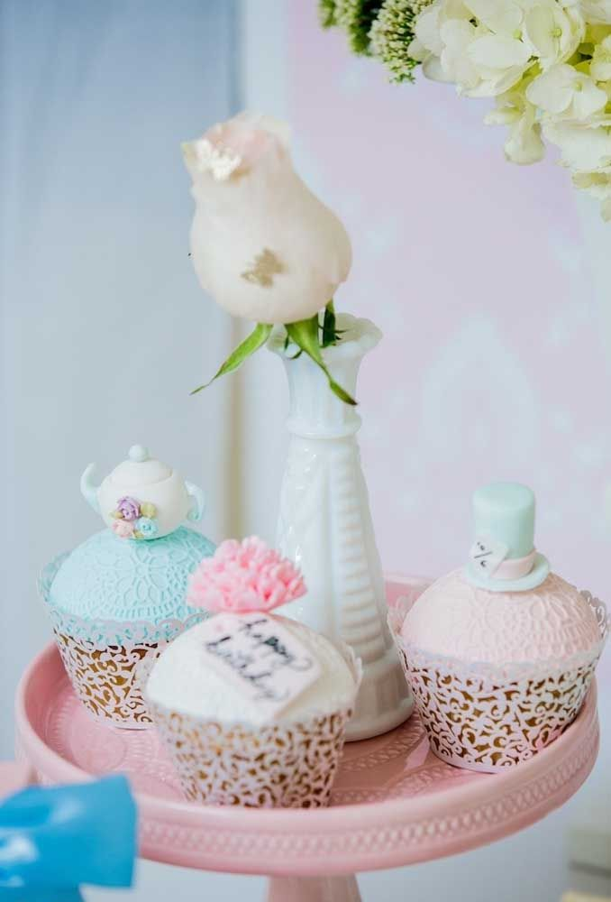 Você pode fazer uma decoração provençal e usar o estilo vintage nas embalagens dos doces.