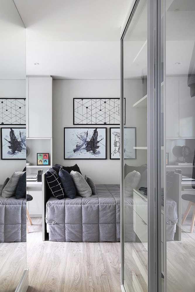 Figuras geométricas e abstratas reforçam o estilo moderno da decoração