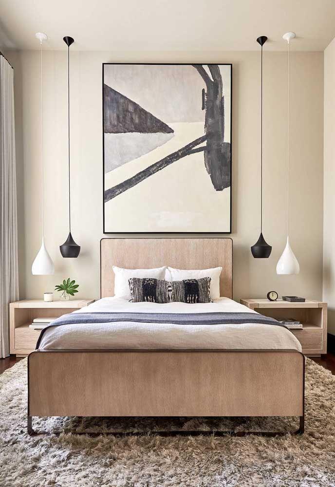 Um quadro para dar continuidade a cabeceira da cama