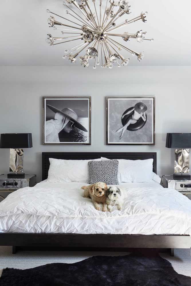 Já pensou em emoldurar suas próprias fotos para decorar o quarto? Não esqueça do vidro para proteger a imagem e dar o acabamento final