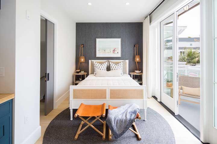 Proporção e simetria impecáveis nesse quarto de casal
