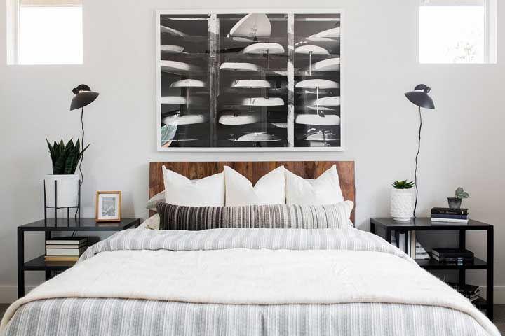 Alinhado com a proposta de decoração e com o espaço na parede