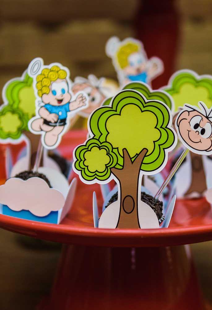 Com a arte em papel é possível fazer as mais variadas caixinhas para colocar os doces da festa.