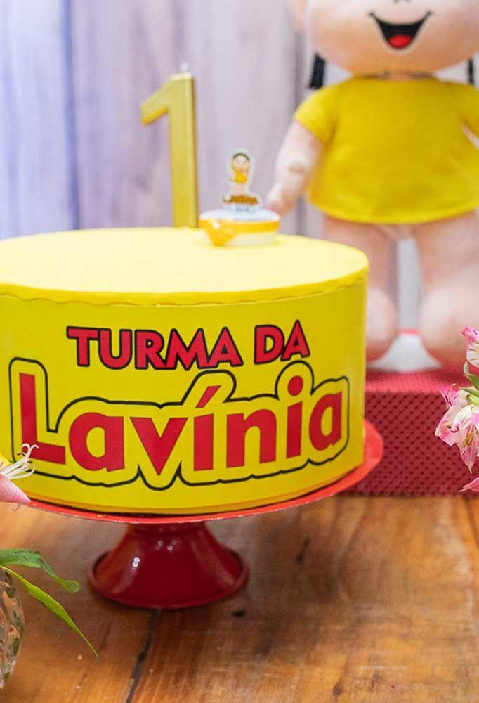 Na decoração com o tema da Magali, nada mais justo do que o bolo ser todo amarelo.